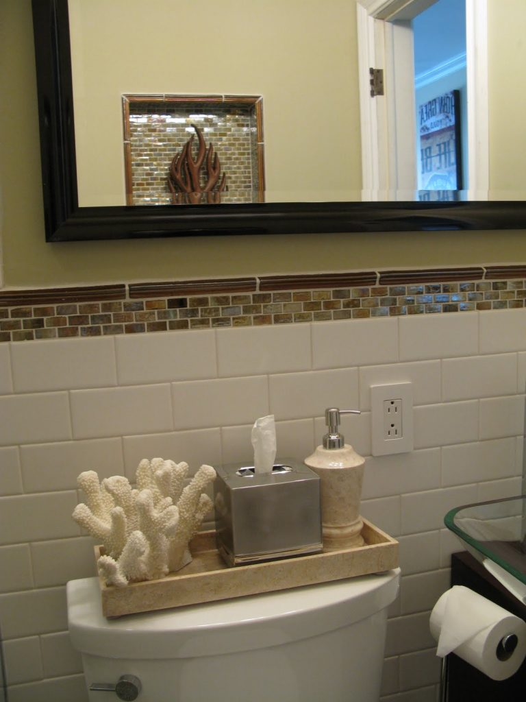 Inspirations for Decorating Small Bathrooms on Small Budget 1